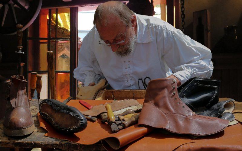 shoemaker-852994_1920